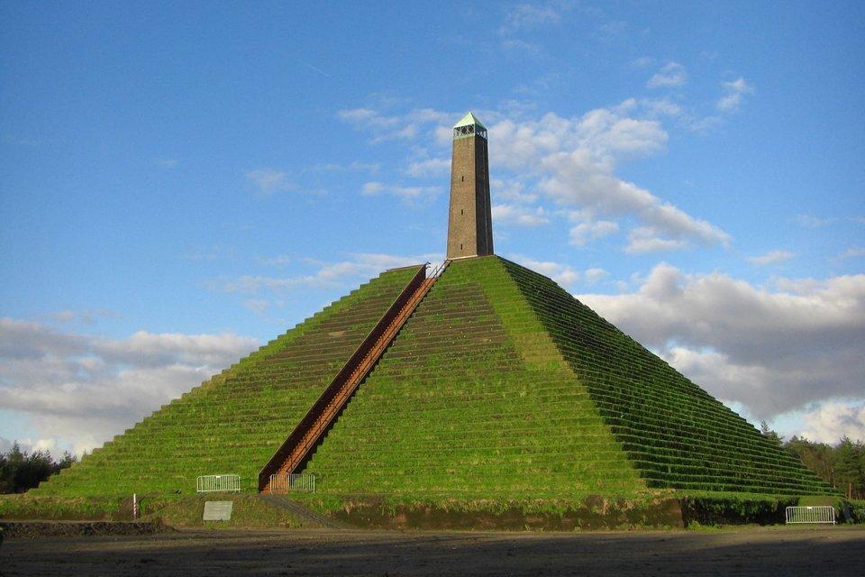 Start De Pyramide Van Austerlitz Monument